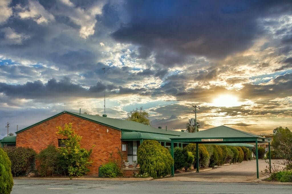 About Deniliquin Country Club Motor Inn - Motel Accommodation