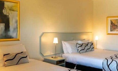 Deniliquin Accommodation - Deniliquin Country Club Motor Inn